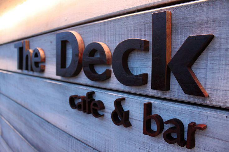 The Deck cafe & bar  www.batukaranglembongan.com