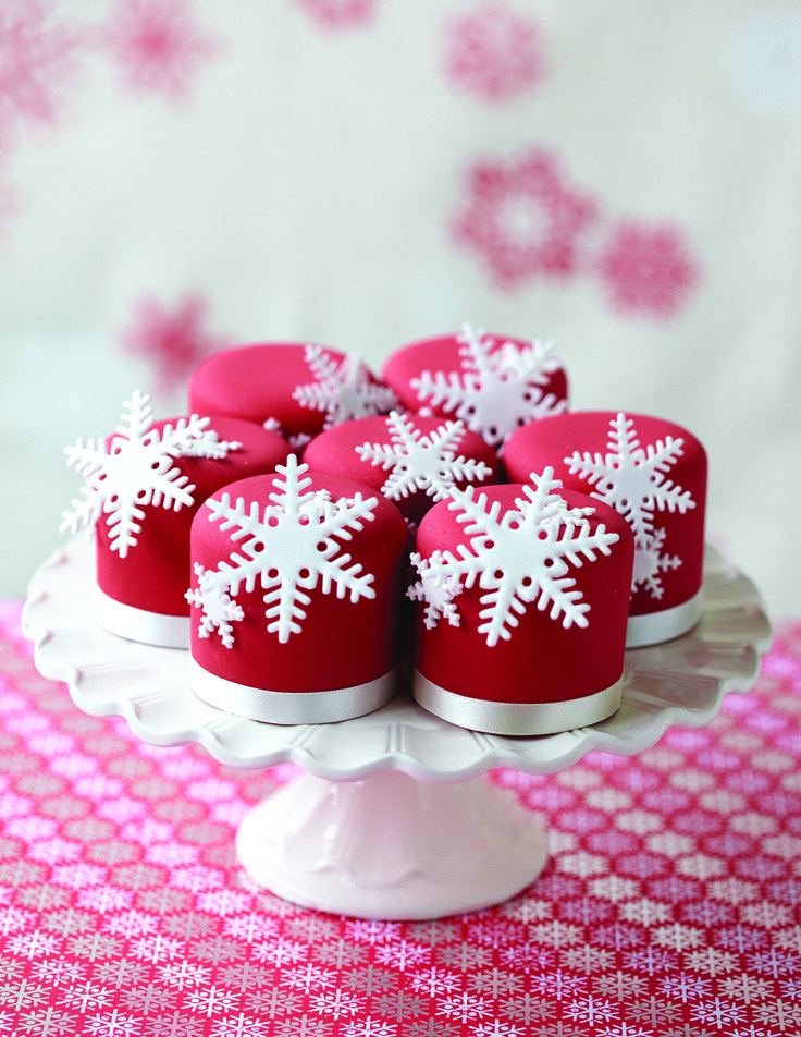 Mini Christmas cakes (recipe from Taarten decoreren Christmas special)