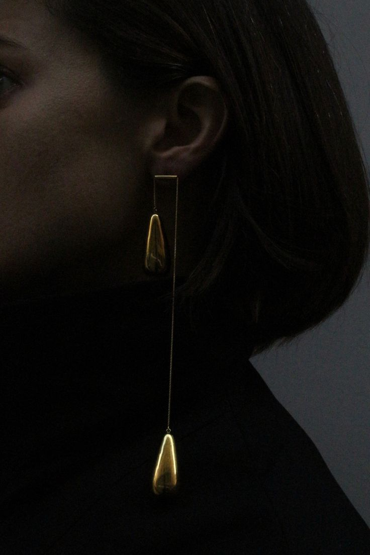 NEW(S) PAIR EARRINGS II Presentation with Morecco at FW 16/17 ModaLisboa. My new project is about pairs of a earrings collection. Symmetric /asymmetry/pull the silver chain with pearls/ silver/ silver with gold bath/ oxidized silver/ yellow, pink or white gold and you have a different perception of the earrings. Inês Nunes, 2016 *made by order. Pictures by Nininha Guimarães dos Santos.