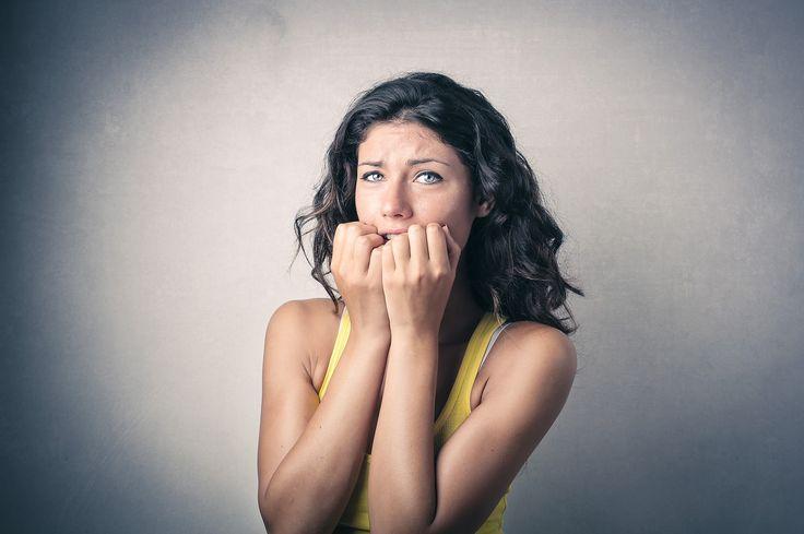Panik atak yoğun stres ve korkuya bağlı gelişebilen ve günümüzde sık görülen bir hastalık. Peki nasıl tedavi edilir? Madalyon Psikiyatri Merkezinde sorularınız cevaplarını bulabilirsiniz. Detaylı bilgi için: http://www.madalyonklinik.com/tr/haber/panik-atak-nedir-belirtileri-ve-tedavi-yollari