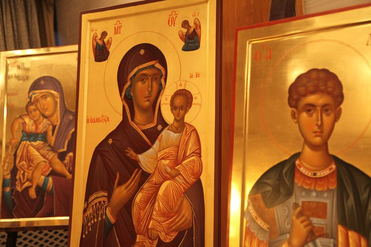 Έκθεση προϊόντων Αγίου Όρους. Ξενοδοχείο Μακεδονία Παλλάς Θεσσαλονίκης.  Μια  μοναδική συλλογή από υπέροχες χειροποίητες βυζαντινές αγιογραφίες με φύλλα χρυσού, οι περισσότερες από τις οποίες αποτελούν προϊόντα εργασίας των μοναχών δύο ή περισσοτέρων χρόνων.