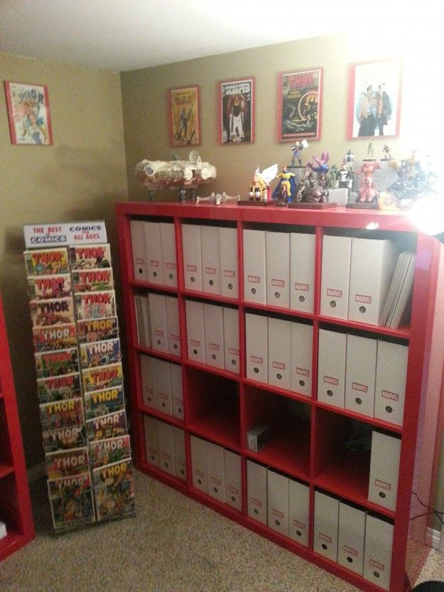 Design idea: Like the comics rack, and the binders.