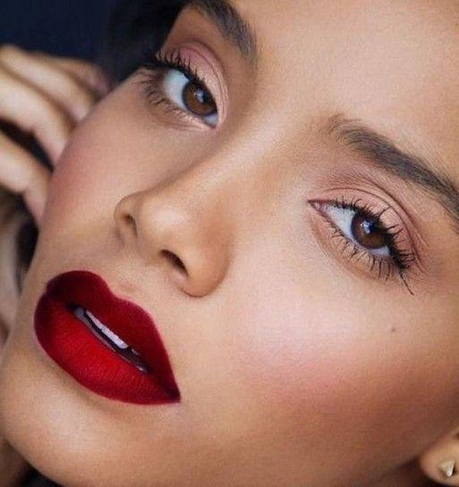 Lipstick rosso scuro e intenso per la primavera 2015