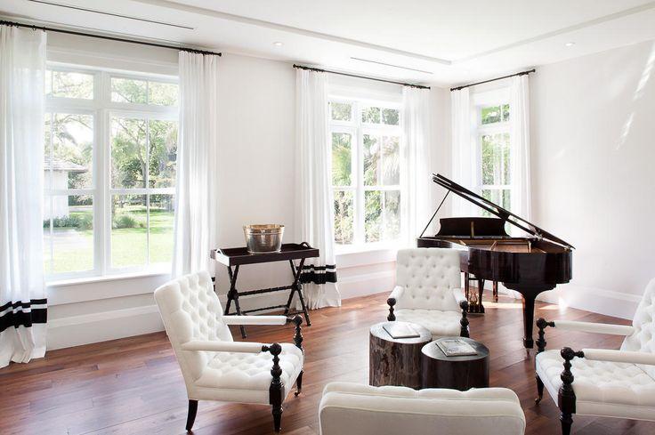 B piano room