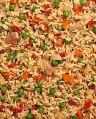 Cómo preparar arroz frito - Receta | eHow en Español