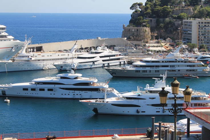 The poor man's parking lot! A couple of yachts pulling in. Montecarlo