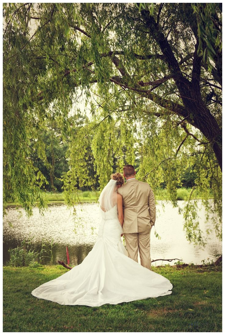 Alyssa & Brandon| South Jersey Wedding Venue| Wedding Photos|Outdoor Wedding Photos| Willow Tree| Lake Wedding Photos| Golf Course Wedding Photos| Jeff Anderson Photography