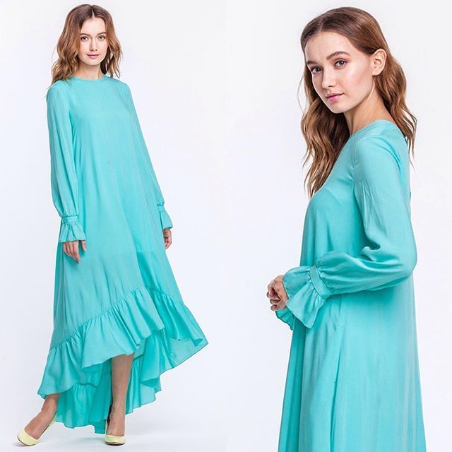 У многих отпуск начинается с покупки нового платья!Мы позаботимся о том, чтобы у вас были самые красивые фото и незабываемые впечатления!Летящее платье мятного цвета так и просится с вами на мореВ наличии! Цена 1399 грн #musthaveua #madeinukraine #resr #vocation #maxidress