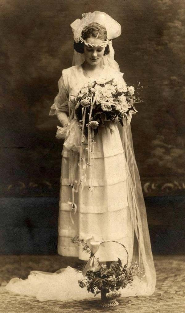 A typical bride from the 1920s€€€€€.....http://www.pinterest.com/peggyw6/brides/  .....€€€€€€€€€€€€€€€€€€€€€€€€€€€