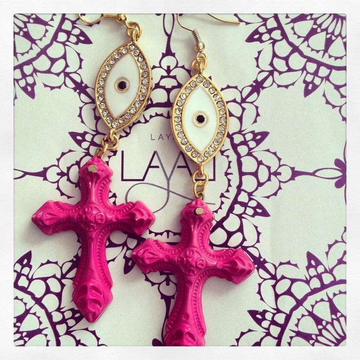 Eye crosses layal glyada