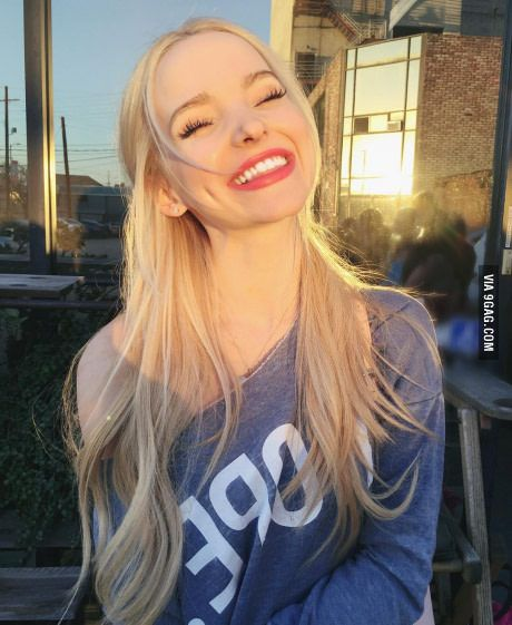 Dove Cameron cute smile, love the hair