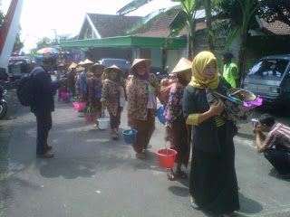 Membingkai Dunia: Warga masyarakat desa penggung ,kecamatan dan kabu...