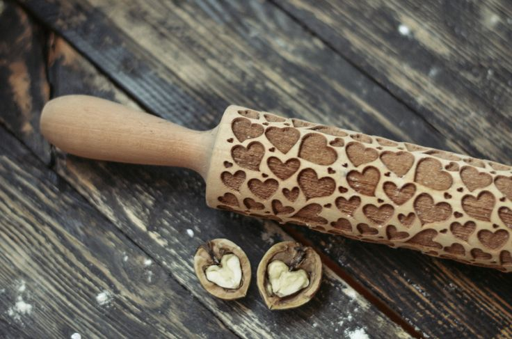 Embossing rolling pin - flower patterned roller - dough roller - laser engraved rolling pin - Patterned Rolling Pin - kitchen gift   Our embossing rolling pins help you to create unique with awesome patterns without any efforts. The optimal depth of engraving allow you to make perfectly visible imprint on cookies and pies. You can use this rolling pins for dough that do not rise much, for short and puff pastry. We have many variations of patterns but you can also use your own imagination…