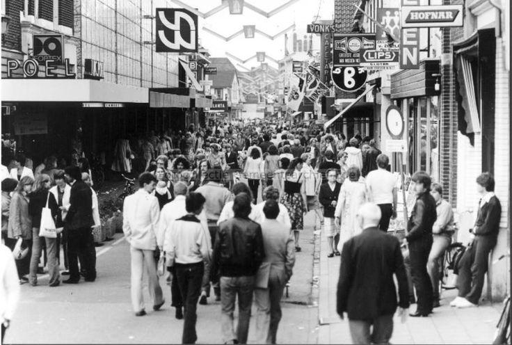 De Grotestraat in Ede, 1984.