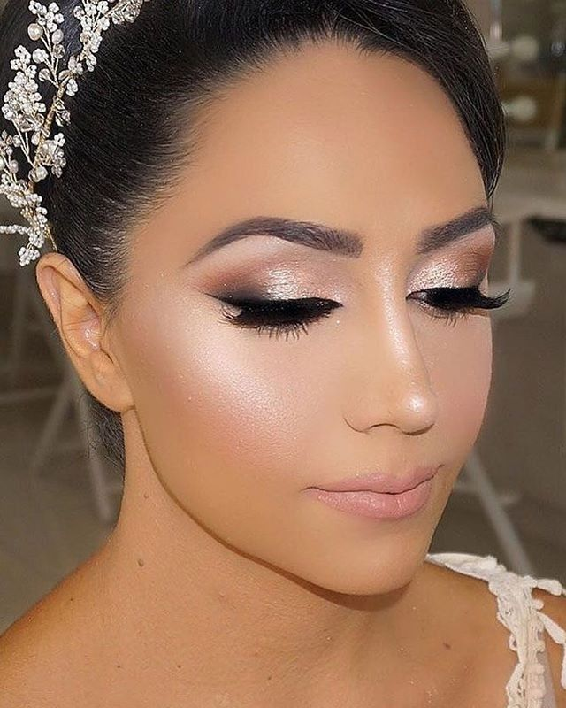 The Beauty Of Stunning Wedding Makeup Ideas 28 In 2020 Wedding Makeup For Brunettes Brunette Makeup Bridal Makeup Natural