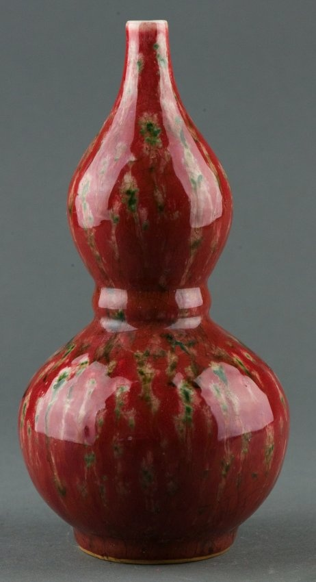 Chinese Flambe crackled glaze porcelain vase, in calabash form, finely glazed in Flambe red and green, bottom marked six characters Qing Kangxi reign mark. H: 21 cm, D: 10.5 cm, 521 grams.
