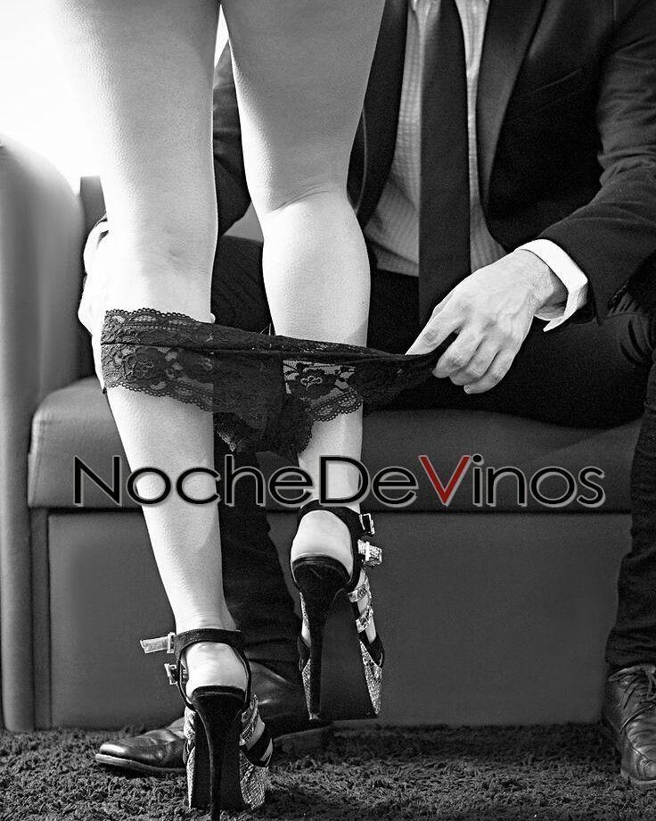 Lentamente cómo pasaron las horas de este día caen los velos y ante mi te presentas perfecta deseosa dócil y presta a entregar tu cuerpo al placer... ______________________ #NocheDeVinos #poesia #poetry #Vino #vinos #wine #words #palabras #tentacion #temptation #tu #poem #poema #love #inlove  #enamorado #amor #redhair #red #seduccion #erotismo #sexo #sexy #instamood #imagen #instagram #igers #venezuela #wolf