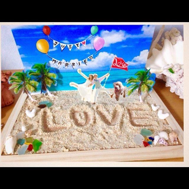 #海のウェルカムボード 本物の海にいるかのように 砂浜をイメージしてあります。 2人だけの特別な文字や絵を 砂浜に描くこともできます♪ 小さな貝やシーグラスを飾れば、 リアルな海の完成です‼︎ ➡︎こちらのウェルカムボードは #minne #creema で販売中‼︎ #mimiのウェルカムボード #ウェルカムスペース装飾 #手作りウェディングアイテム #結婚式の受付 #結婚プレゼント #ウェルカムボードオーダー#ウェルカムボード#海のウェルカムボード#海をイメージした結婚式#海がテーマの結婚式#ウェルカムボードキット#オススメウェルカムボード#ウェルカムボード手作り#本物の海のようなウェルカムボード#ウェルカムボード#手作りウェルカムボード#海のウェルカムボード#草原のウェルカムボード #沖縄#海#草原#ウェディングアイテム#結婚式準備#結婚式用#結婚プレゼント#結婚式の受付##手作りウェディングアイテム#ウェルカムスペース装飾