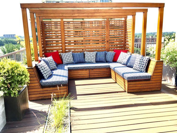 Nous sommes toujours très fiers de notre collaboration avec @philippeharvey pour réaliser ce genre de projet! Tout spécialement, les designs de Philippe Harvey Designer sont magnifiques  #viedeville #terrasse #design