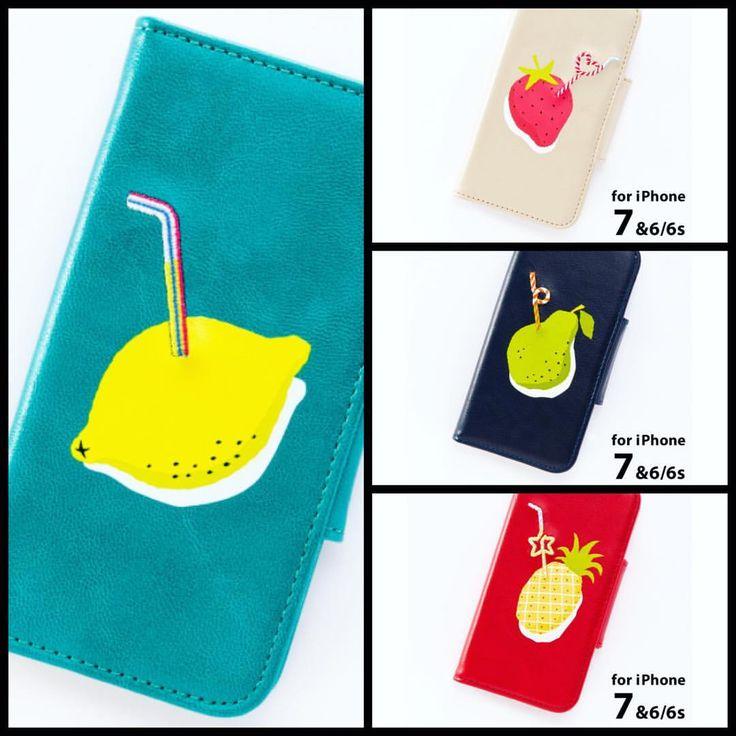 【おしごと】 この度、私のイラストがiPhoneケースになって発売されることになりました☺︎iPhone7対応(6と6Sにも対応)で、11月25日よりLOFTやハンズなどで発売開始予定とのことです。 。。。 現在、発売元のイロハ出版さんのオンラインショップ「IROHA shop online」では予約受付中!果物はプリントで、ストローは刺繍になっています。種類は🍋レモン🍓ストロベリー🍐ラフランス🍍パイナップルの全4種。 。。。 。。。 どれにしようか、、、楽しみです。ちなみにレモンかラフランスで迷ってます〜 。。。 『Fruits in Juice』for iPhone 7, 6, 6s #artwork