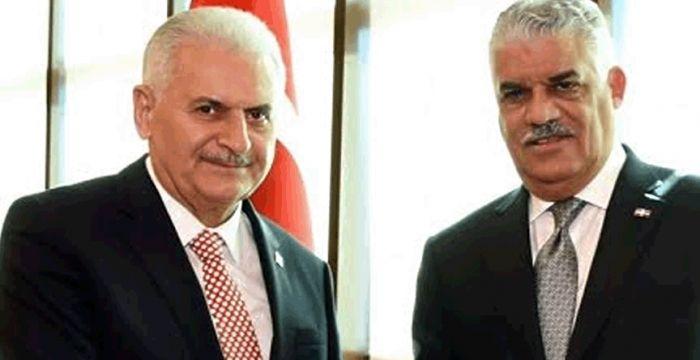 Primer Ministro de Turquía, Yildirim Akbulut, y el Ministro de Relaciones Exteriores de Republica Dominicana, Miguel Vargas, durante su encuentro en Ankara, capital de Turquia.