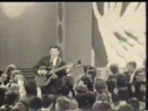 Del Shannon - Keep Searching 1965 - YouTube Del fell into my lap at Sydney stadium when I was 15, he was pushed over by the crowd ...I was the last seat in the aisle.Great show, wonderful singer.