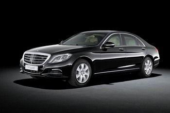 Mercedes представил бронированную версию флагманского седана S-Class.