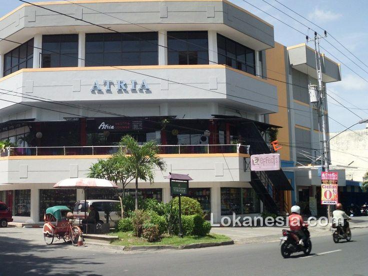 Effects Bistro & Chocolate Cafe  Jl. RA. Kartini 33 Solo http://solo.lokanesia.com/kuliner-solo/