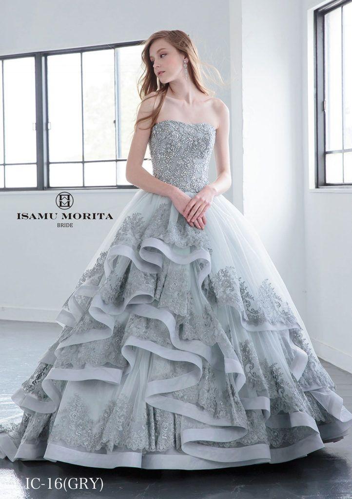 IC-16(Gry) - ISAMU MORITA カラードレス - クールな美しさと愛らしさをあわせもつ、大人のカクテルドレスです。 アシンメトリーなスカートのティアードはレースを豪華に使用し、ドラマティックな魅力に溢れたカクテルドレスです。 大人上品な色とデザインが人気のイサムモリタラインのドレス。 グレーのドレスは着こなしが難しいですが、決まればとてもステキにコーデできま