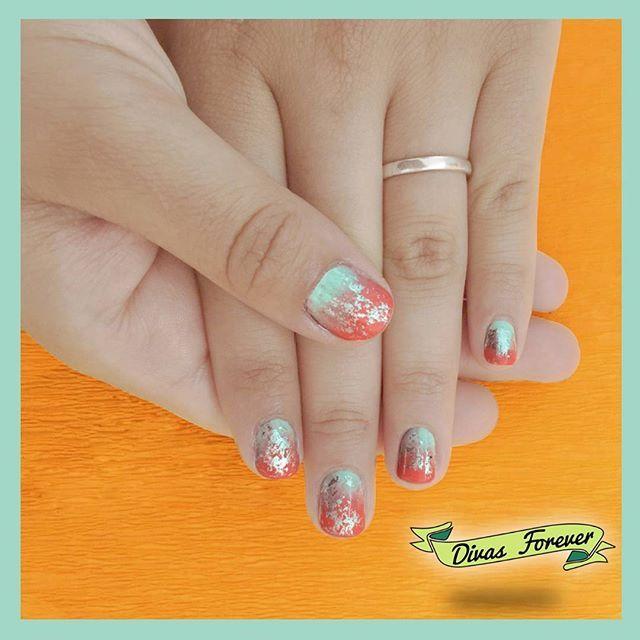 A muchos se les acaban las vacaciones, pero no por eso los colores y la diversión se van  eso lo sabe muy bien la Maite  con el #nailart hecho por nuestra @the_queen.nailartis   #nailartchile #nailartwow #nailsdesign #nailsdone #cutepolish #nails #nailschile #nailstagram ##nailitdaily #foil #foilpaper