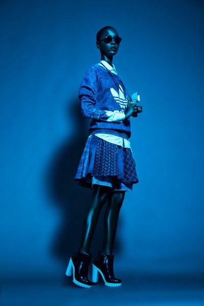 Camisa jeans (R$ 119,90) e anéis (R$ 25 o kit com 4) Renner, casaco Adidas Originals (R$ 269,90), saia Damyller (R$ 690), bermuda Cantão (R$ 259), óculos Ray-Ban na Sunglasses Hut (R$ 480), máquina fotográfica Diana F+  na Lomography Store (US$ 148)