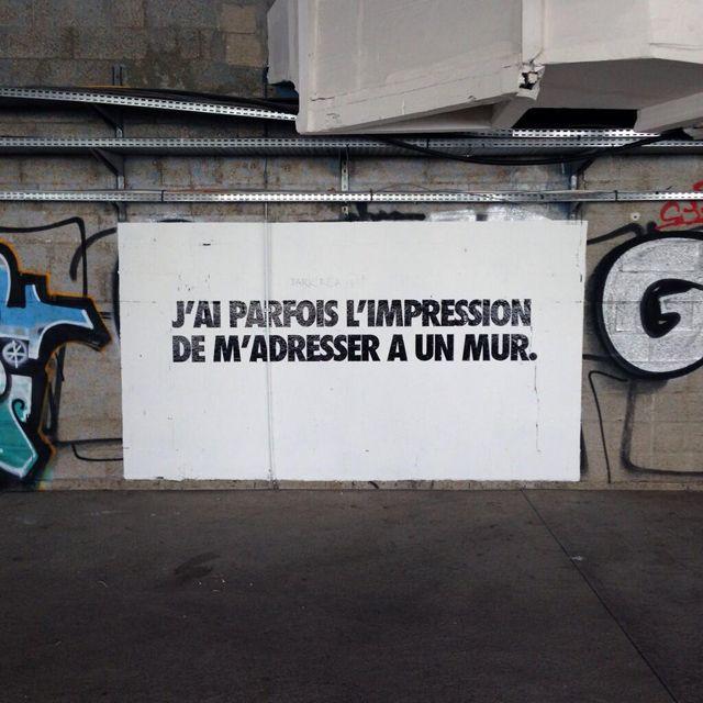 Les phrases de Benjamin Isidore Juveneton s'affichent à la Cité Mode Design