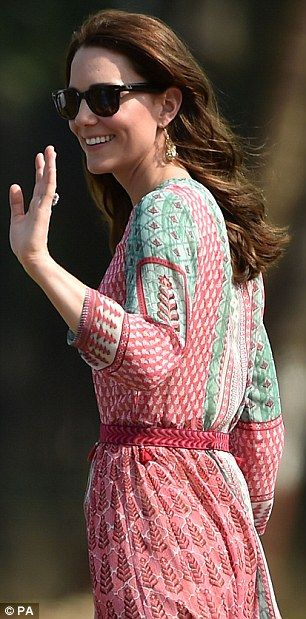 Kate wows Bollywood with £2,500 Indian designer earrings (after she wore an £8 pair from Accessorize earlier) | Daily Mail Online