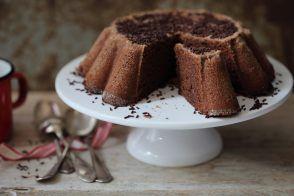 Gâteau au chocolat, praliné et fève tonka