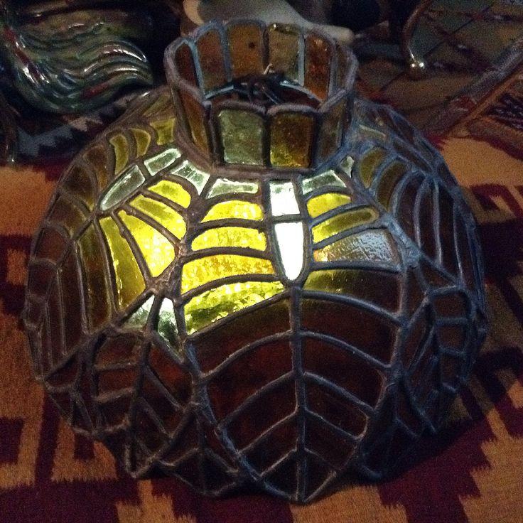 Par de lámparas colgantes en vidrio ámbar  emplomado de mediados de siglo 20. Size: 21 x 38 x 38 cms / 8.26 x 14.96 x 14.96 inches. Preguntar el Precio  ~ Price Upon Request.