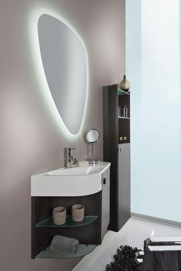 Elegantes Badezimmer: Waschbecken, Schrank Und Spiegel Mit Stil