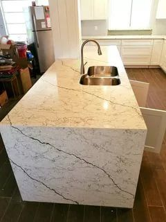 Charmant 31 Remarkable Kitchen Countertops Options #whitecabinets #subwaytiles  #butcherblocks #granite #stainlesssteel #islands #sinks #livingrooms  #spaces ...