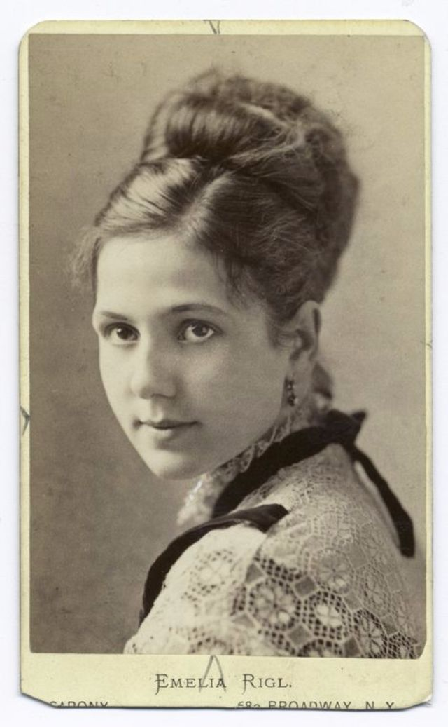 Lovely Portraits of Victorian Teenage Girls from the 1840s-90s