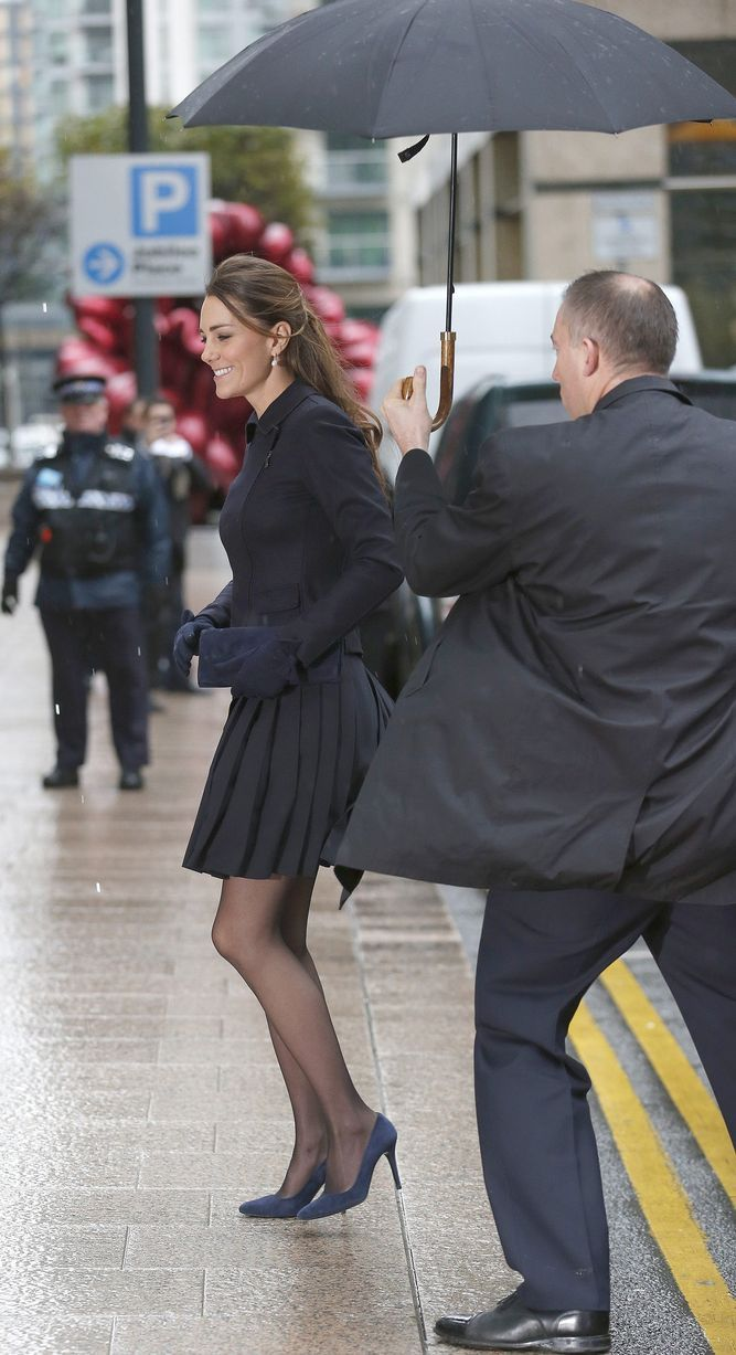 Kate Middleton wardrobe malfunction: Watch video of Duchess' Marilyn Monroe moment as wind blows up skirt