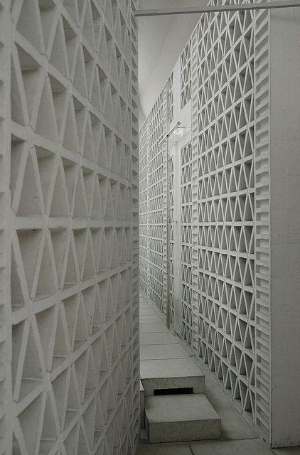 23.#white #wall #texture White brick pattern.