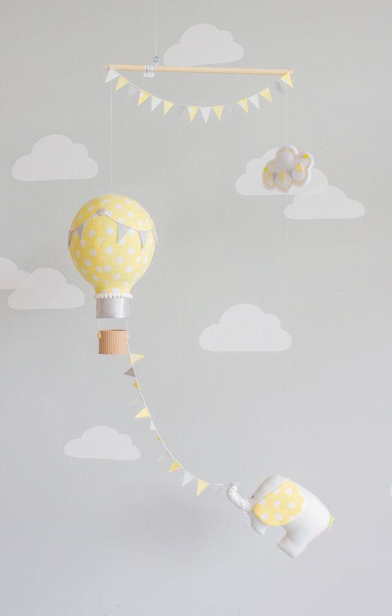 Auf und davon!  Wo wird das Elefantenbaby auf der ganzen Welt Reisen? Kennzeichnen entlang einem gelber Polka-Punkt-Heißluftballon fliegen durch