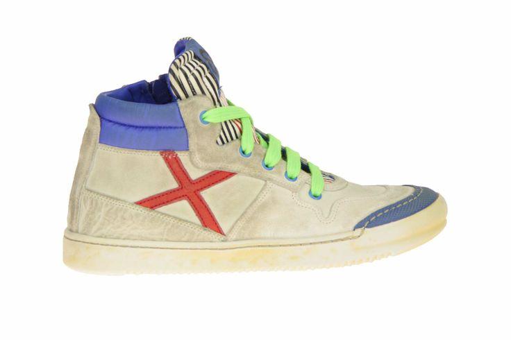 Rondinella hoge schoenen in geborsteld wit met accentkleuren in rood, groen en blauw. #Rondinella #Zomer2014 #SchoenenCaramel