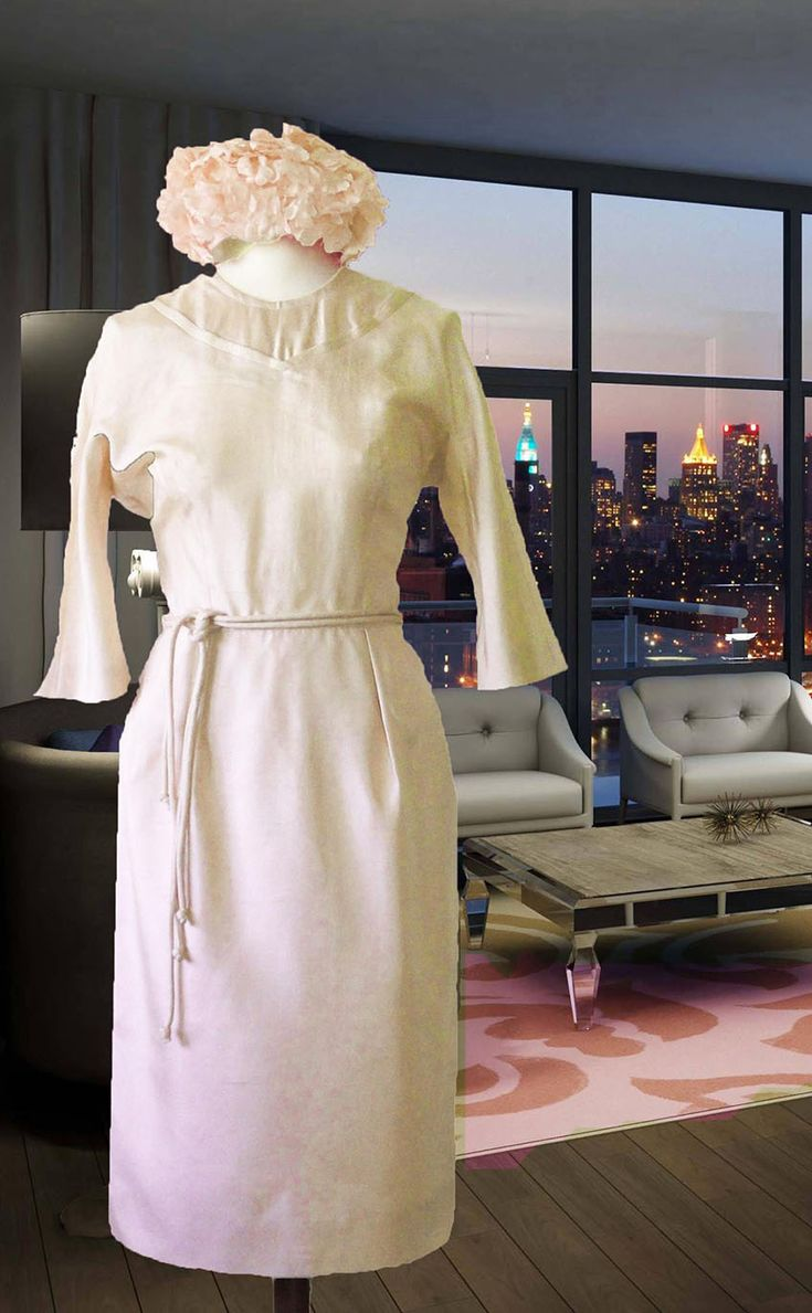 Who is in to be like a style icon, just for one day? An original vintage Pencil line, ankle-lenght, cream-coloured Silk shantung with two small fabric belts.