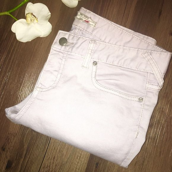 💜FREE PEOPLE SKINNY PASTEL JEAN💜 IN GREAT CONDITION SKINNY LILAC PASTEL JEANS INSEAM 25 inches SMOKE/PET FREE HOME 😊 ⭐️PRICE FIRM⭐️ Free People Jeans Skinny