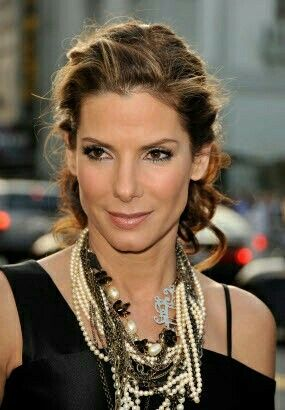 102 best bellissima sandra bullock images on pinterest sandra updo pinned top with loose pinned curls at the bottom urmus Image collections