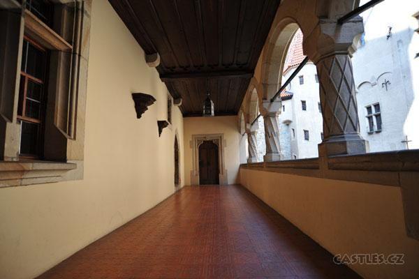 Bouzov, arcade along inner courtyard