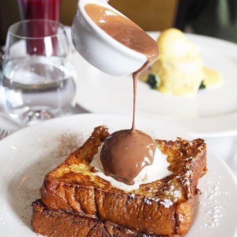 Can anyone resist this Milk Chocolate Warm Brioche French Toast?? 😍 @christopherswc2 📷 by @fatfoodbeast. Amazing!! #toplondonrestaurants #topcitybites