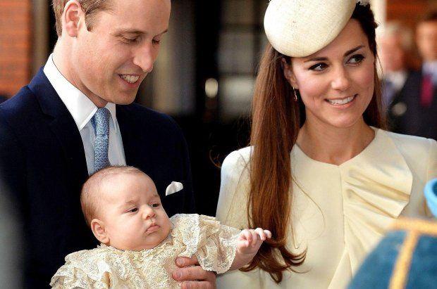 Her ankommer prins George til sin dåb