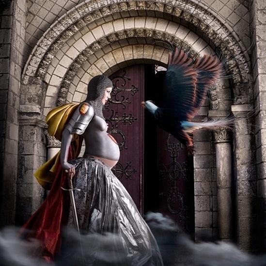 """Leonor da Aquitânia (1122-1204) foi a rainha consorte de França e Inglaterra. Primeiramente, ela casou com o rei Luis 7º da França e, depois de ter a união anulada por consanguinidade, ela se casou com Henrique 2º, da Inglaterra. Com um apurado senso político, ela foi considerada uma das mulheres mais poderosas e influentes do seu tempo. O título desta foto é """"a águia"""". (Alexia Sinclair)"""