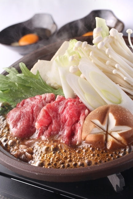 Sukiyaki Nabe (Sweet Soy Beef and Vegetable Hotpot), the very traditional Japanese cuisine|すき焼き